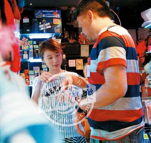 """Cựu hoa hậu Hong Kong mở cửa hàng bán đồ """"người lớn"""" - 3"""