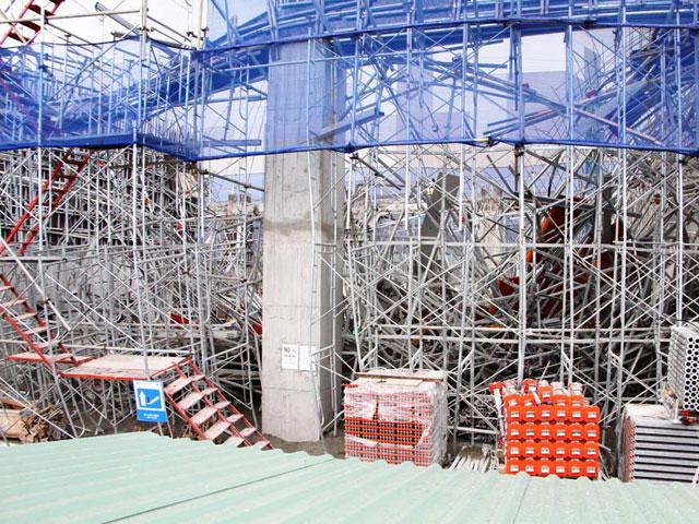 Hiện trường đổ nát vụ sập giàn giáo công trình 17 tầng ở TP.HCM - 3