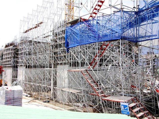 Hiện trường đổ nát vụ sập giàn giáo công trình 17 tầng ở TP.HCM - 2
