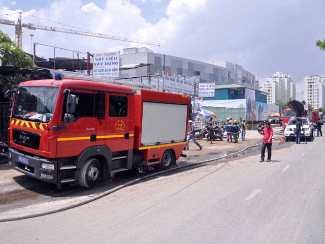 Hiện trường đổ nát vụ sập giàn giáo công trình 17 tầng ở TP.HCM - 7