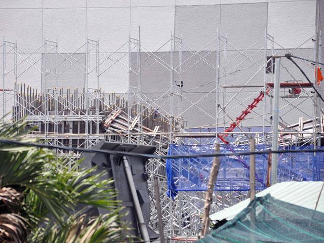 Hiện trường đổ nát vụ sập giàn giáo công trình 17 tầng ở TP.HCM - 6