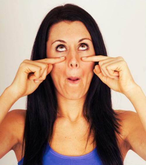 5 bài tập yoga giúp khuôn mặt trẻ trung hơn tuổi thật - 4