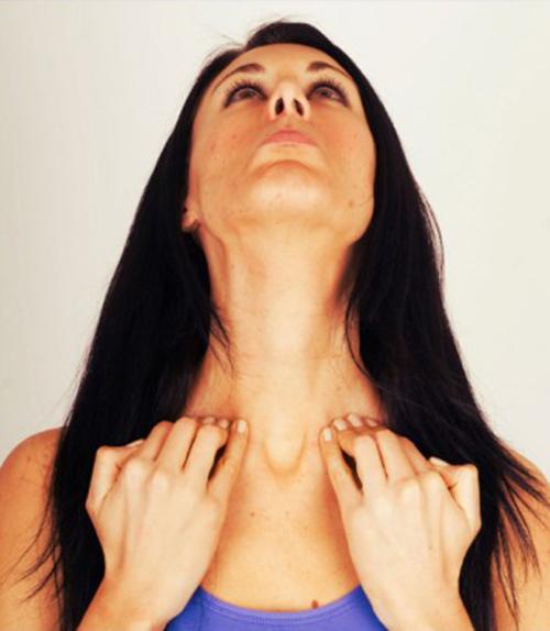 5 bài tập yoga giúp khuôn mặt trẻ trung hơn tuổi thật - 5