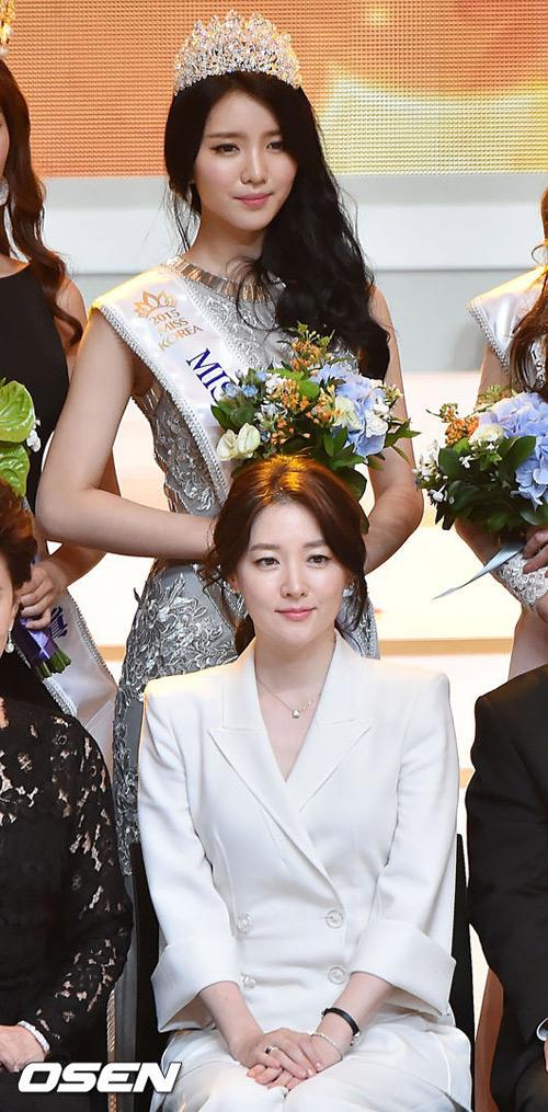 44 tuổi, Lee Young Ae được khen trẻ đẹp hơn hoa hậu - 4