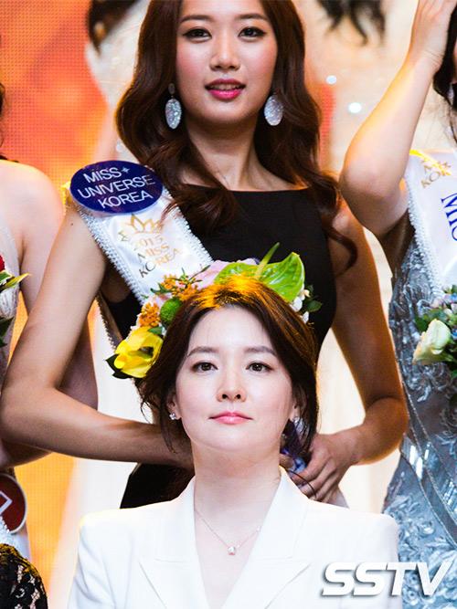 44 tuổi, Lee Young Ae được khen trẻ đẹp hơn hoa hậu - 1