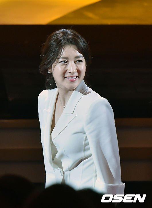 44 tuổi, Lee Young Ae được khen trẻ đẹp hơn hoa hậu - 5