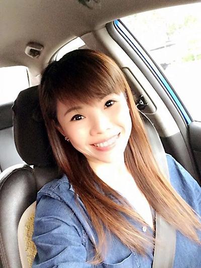 """Bà mẹ 2 con được khen là """"tài xế xinh nhất Singapore"""" - 2"""