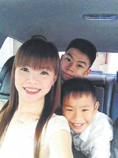 """Bà mẹ 2 con được khen là """"tài xế xinh nhất Singapore"""" - 3"""