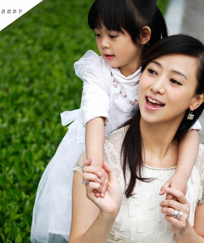 Nữ hoàng phim cấp 3 Hồng Kông U50 vẫn đẹp rạng ngời - 12