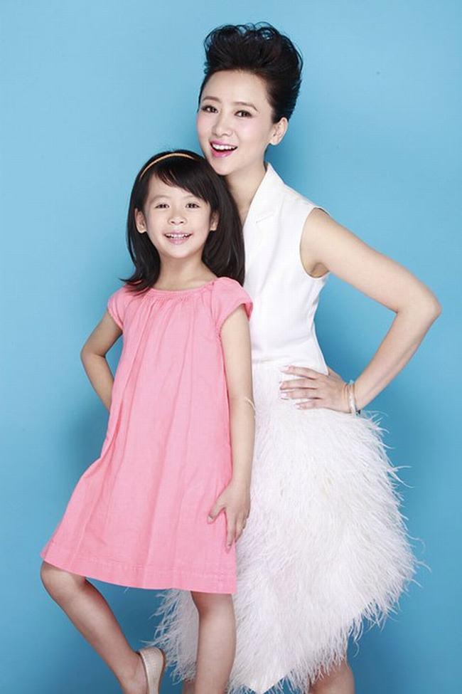 Nữ hoàng phim cấp 3 Hồng Kông U50 vẫn đẹp rạng ngời - 10