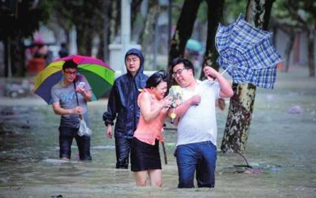 Theo Cơ quan khí tượng Chiết Giang, Chan-Hom - cơn bão số 9 trong năm nay ở Trung Quốc, đổ bộ vào thị trấn Zhujiajian, huyện Putuo thuộc thành phố đảo Chu Sơn của tỉnh này vào lúc 16h40.