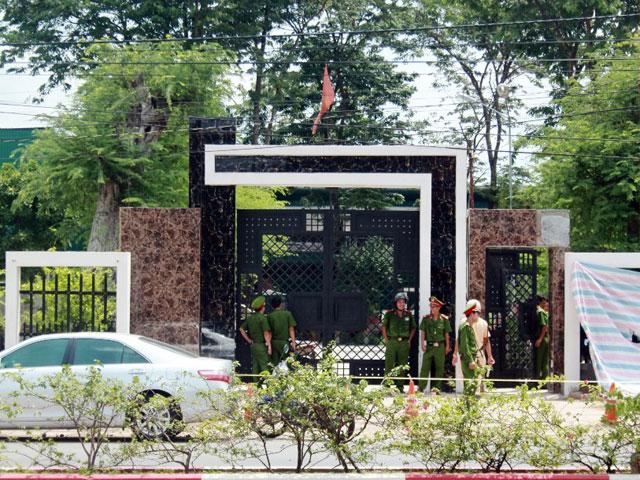 """Vụ thảm sát ở Bình Phước: Ly kỳ tìm """"người giúp sức"""" để giết người"""