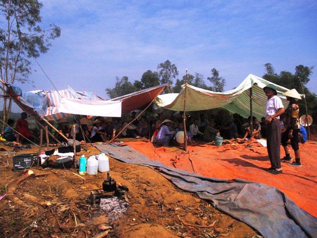 Thanh Hóa: Dân dựng lều ngăn cản xây bãi rác - 1