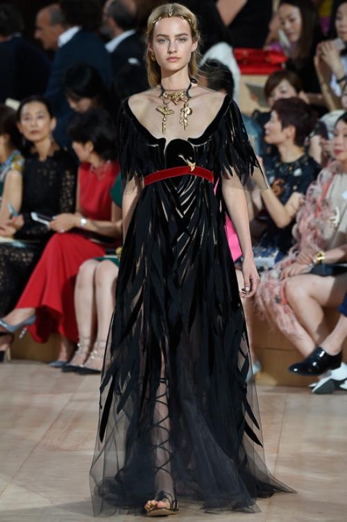 Ngây ngất ngắm nữ hoàng quyến rũ của Valentino - 12