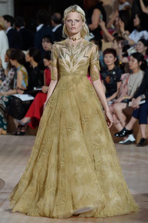 Ngây ngất ngắm nữ hoàng quyến rũ của Valentino - 15