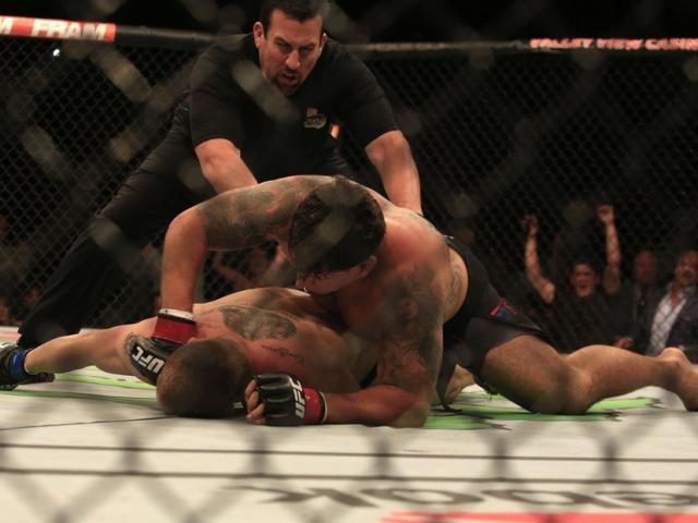 Trận đấu UFC hay nhất năm: Hạ đối thủ sau 73 giây
