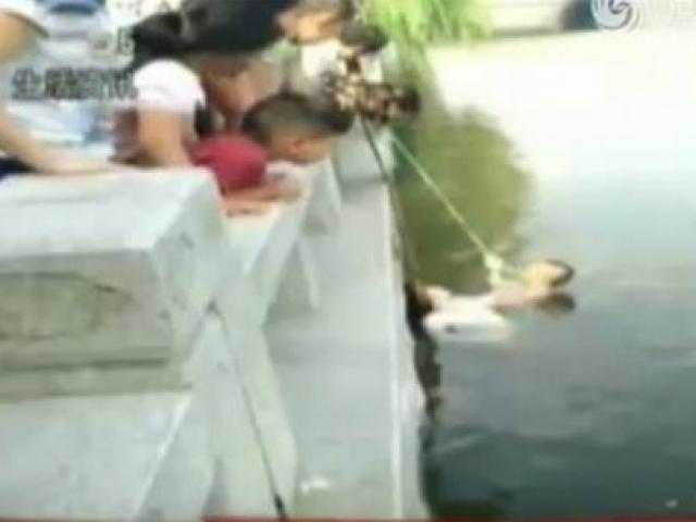 Mẹ chồng, nàng dâu nhảy sông để thử lòng chàng trai