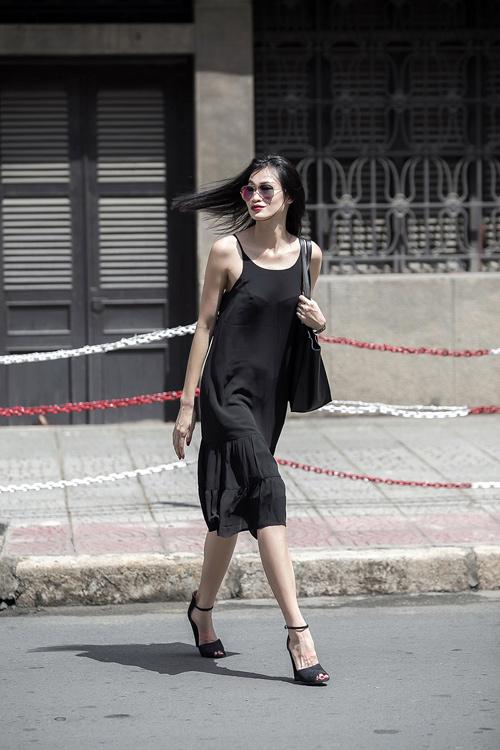 1437468191 1437462530 untitled 8643 Dạo phố với váy 2 dây quyến rũ như cựu mẫu Thanh Trúc