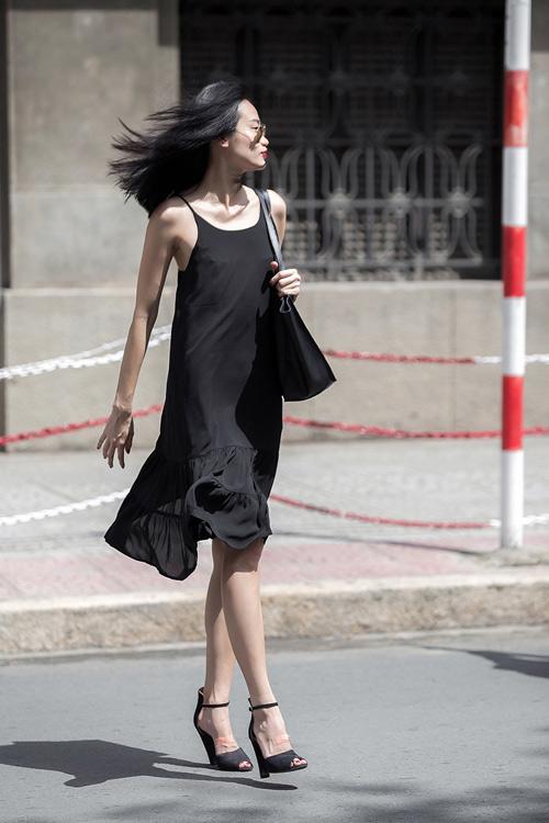 1437468191 1437462530 untitled 8656 Dạo phố với váy 2 dây quyến rũ như cựu mẫu Thanh Trúc