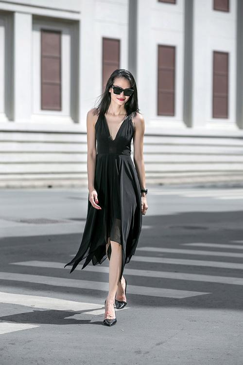 1437468191 1437462530 untitled 8811 Dạo phố với váy 2 dây quyến rũ như cựu mẫu Thanh Trúc