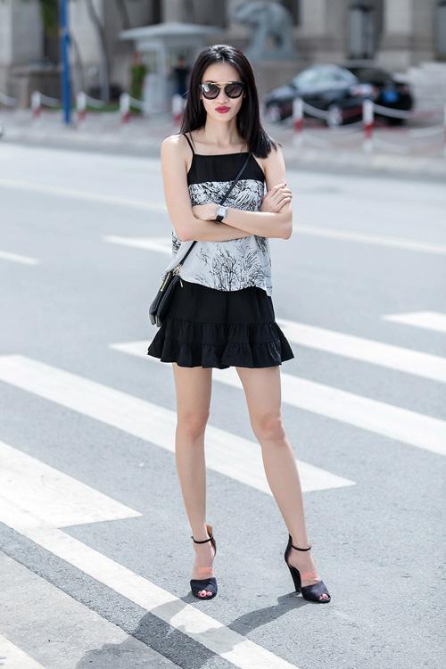 1437468191 1437462530 untitled 8885 Dạo phố với váy 2 dây quyến rũ như cựu mẫu Thanh Trúc