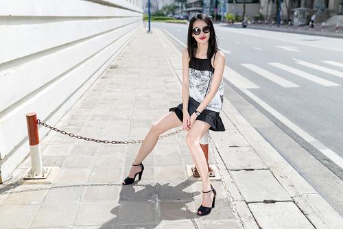 1437468191 1437462530 untitled 8955 Dạo phố với váy 2 dây quyến rũ như cựu mẫu Thanh Trúc