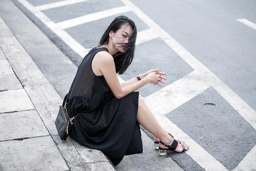 1437468191 1437462530 untitled 9180 Dạo phố với váy 2 dây quyến rũ như cựu mẫu Thanh Trúc