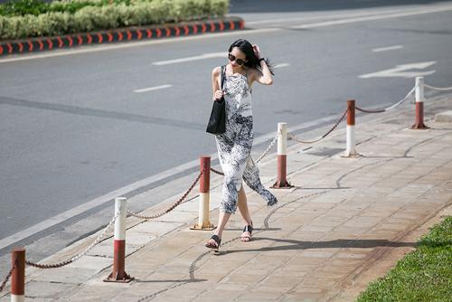 1437468191 1437462530 untitled 9239 Dạo phố với váy 2 dây quyến rũ như cựu mẫu Thanh Trúc