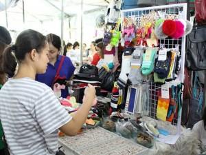 """""""Thả ga"""" sắm đồ giá rẻ chỉ 80 ngàn đồng ở Sài Gòn"""
