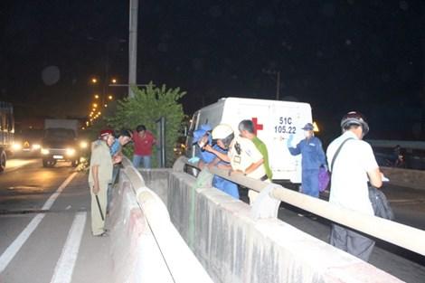 Nam thanh niên treo cổ chết bất thường trên cầu - 1