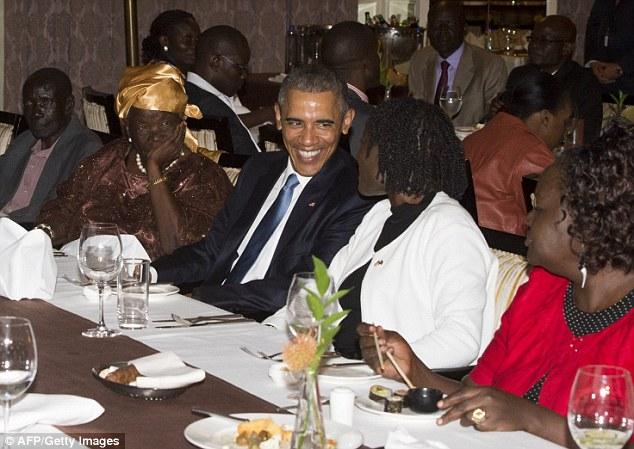 Niềm vui ngày đoàn tụ của TT Mỹ Obama tại quê cha - 1