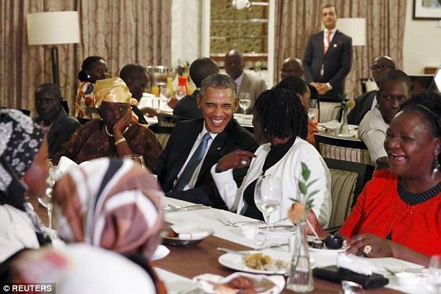 Niềm vui ngày đoàn tụ của TT Mỹ Obama tại quê cha - 2