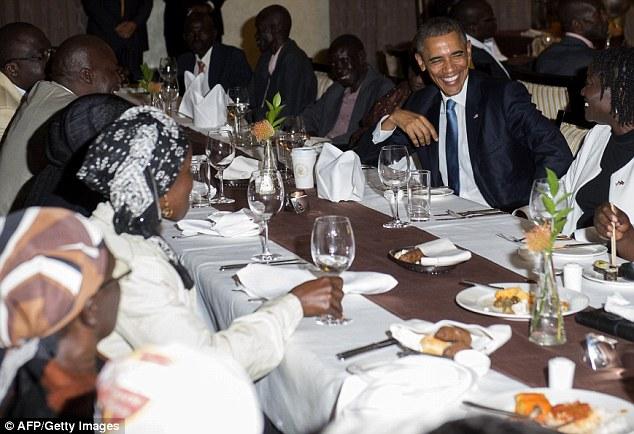 Niềm vui ngày đoàn tụ của TT Mỹ Obama tại quê cha - 3
