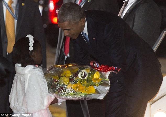 Niềm vui ngày đoàn tụ của TT Mỹ Obama tại quê cha - 7