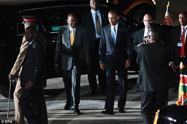 Niềm vui ngày đoàn tụ của TT Mỹ Obama tại quê cha - 10