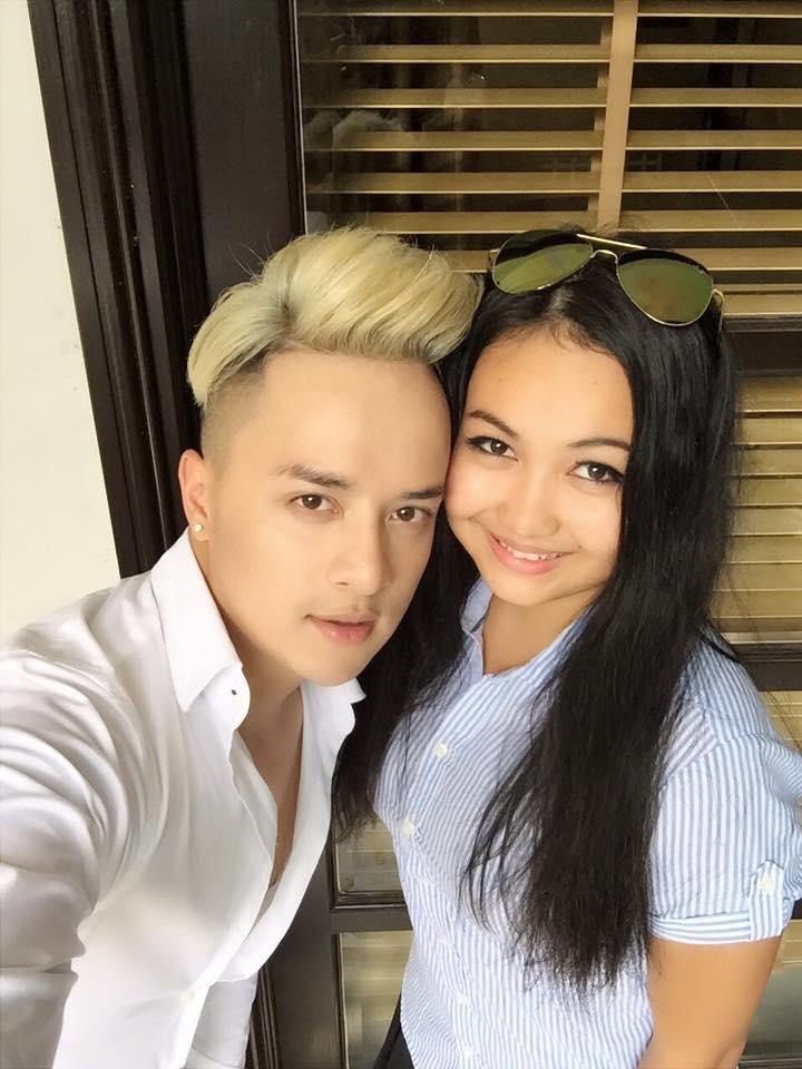 """Cao Thái Sơn khoe ảnh được """"hotgirl thổ dân"""" hôn má - 1"""