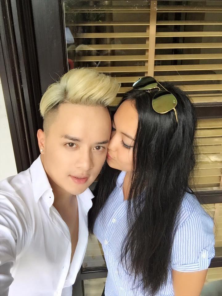 """Cao Thái Sơn khoe ảnh được """"hotgirl thổ dân"""" hôn má - 2"""