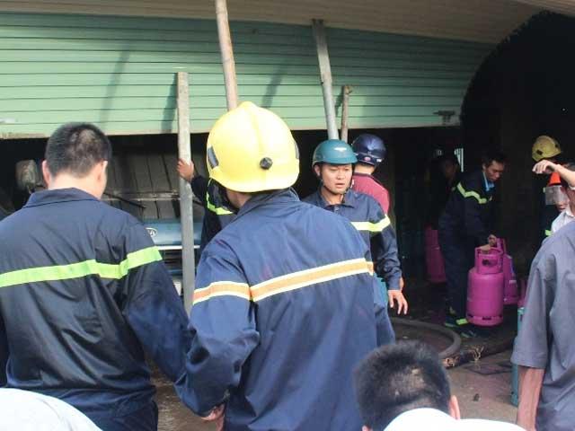 Nổ cơ sở gas ở Huế: Phát hiện thi thể công nhân - 1