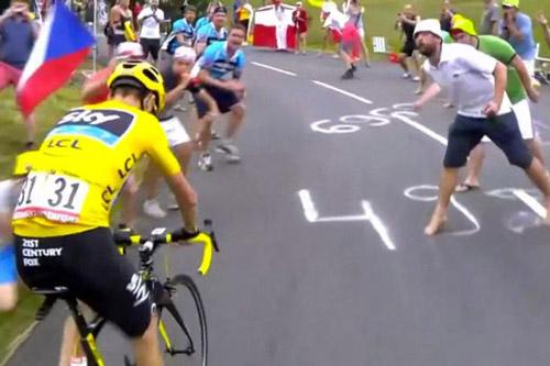 Áo vàng Tour de France sau bị đấm là nhổ nước bọt - 1