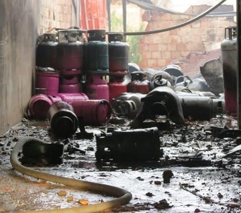 Tìm được một thi thể trong nhà tắm kho gas bị nổ - 3