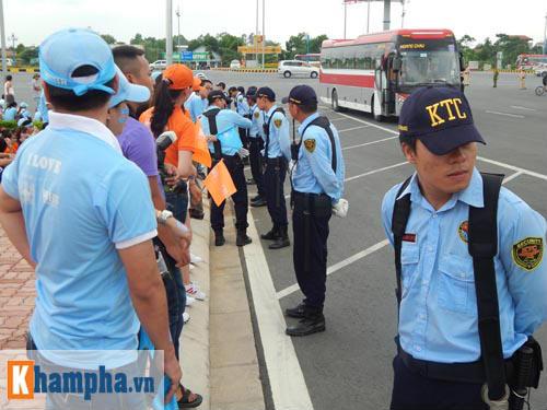 Man City đến Hà Nội trong cơn mưa tầm tã - 11