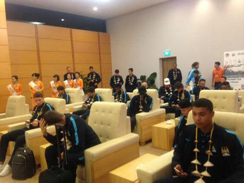 Man City đến Hà Nội trong cơn mưa tầm tã - 5