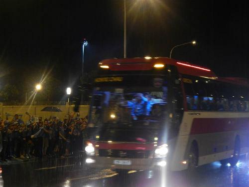 Man City đến Hà Nội trong cơn mưa tầm tã - 1