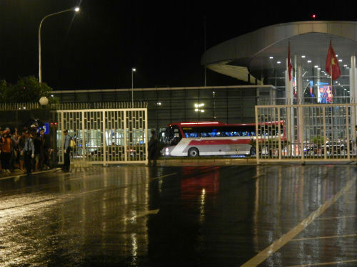 Man City đến Hà Nội trong cơn mưa tầm tã - 2