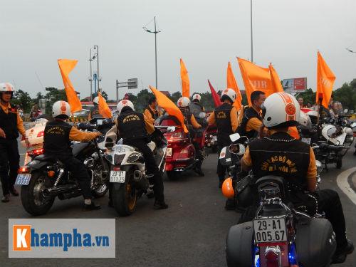 Man City đến Hà Nội trong cơn mưa tầm tã - 13
