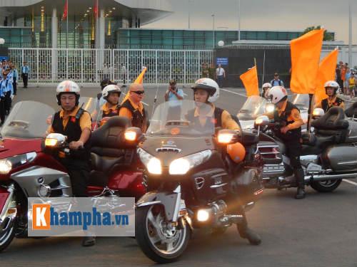 Man City đến Hà Nội trong cơn mưa tầm tã - 14