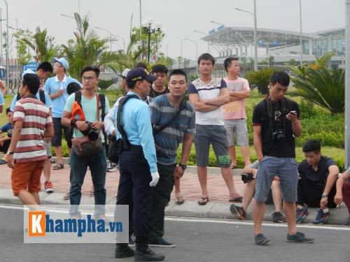 Fan đội mưa đón sao, Man City được bảo vệ siêu VIP - 5