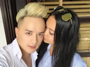 """Cao Thái Sơn khoe ảnh được """"hotgirl thổ dân"""" hôn má"""