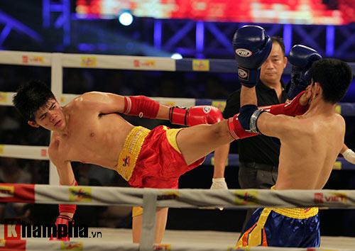 Võ sĩ Muay Thái phản đòn, đối thủ rách mắt - 1