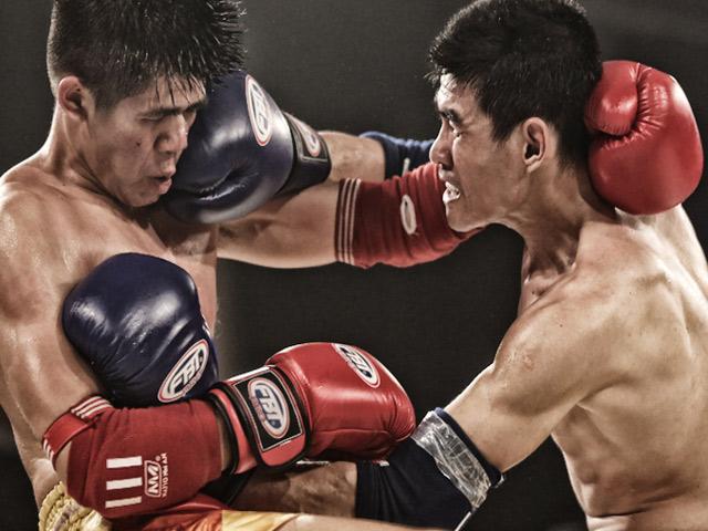 Võ sĩ Muay Thái phản đòn, đối thủ rách mắt